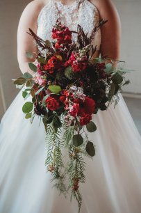 Floral by Lauren Moscato at River City Florist. Photo by Amber Koelling Photography
